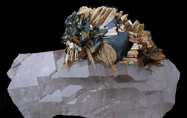 Rutile on Hematite on Quartz